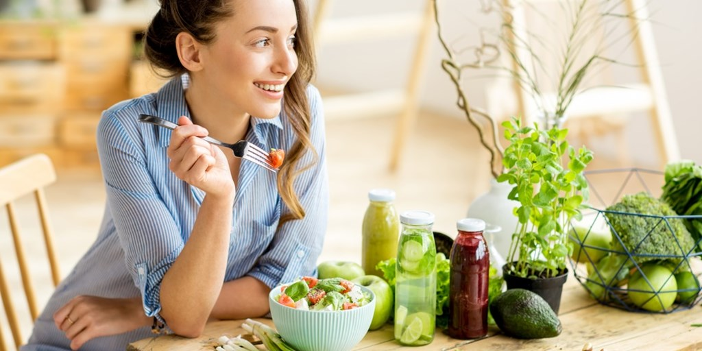 How to Maintain a Healthy Diet Year-Round While Improving your Mental  Health |